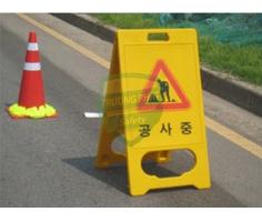 Bảng nhựa chữ A cảnh báo an toàn
